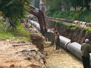 В Кировске очистили горячую воду: причина загрязнения этикетки на трубах