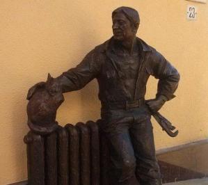 Зачем Ростову бронзовый сантехник?