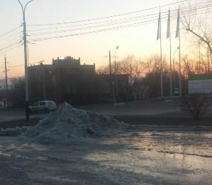 Коммунальная авария превратила хабаровские дороги в каток