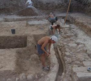 """Археологи из России нашли водопровод и """"кондитерскую"""" в Иерихоне"""