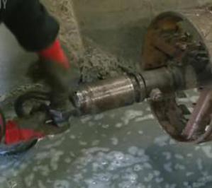 Процесс ГНБ: бурение пилотной скважины, расширение, протягивание трубопровода (видео с объекта)